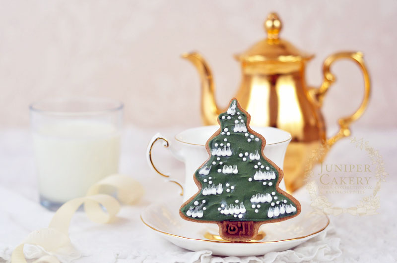 Christmas tree cookie tutorial by Juniper Cakery