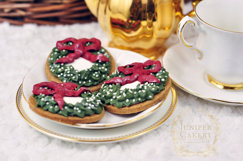How to decorate Christmas wreath cookies by Juniper Cakery