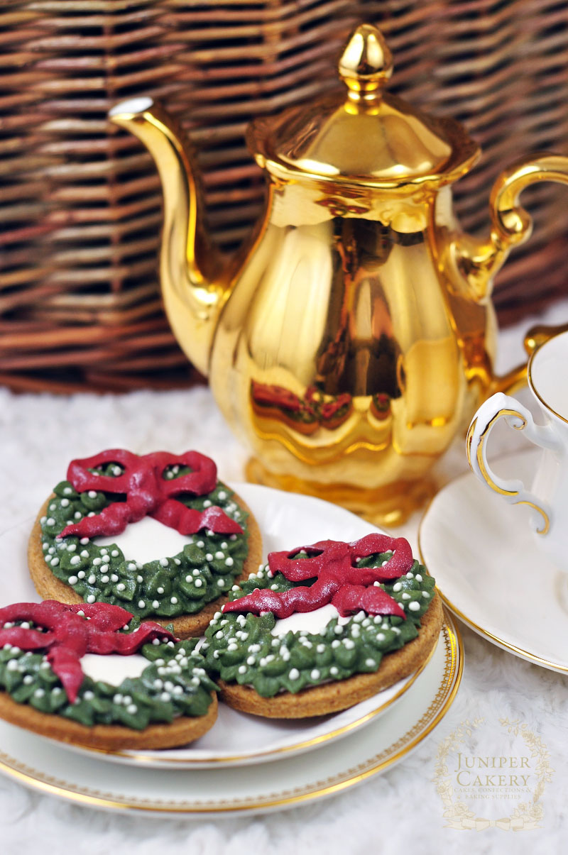 Festive wreath sugar cookies with royal icing detail by Juniper Cakery