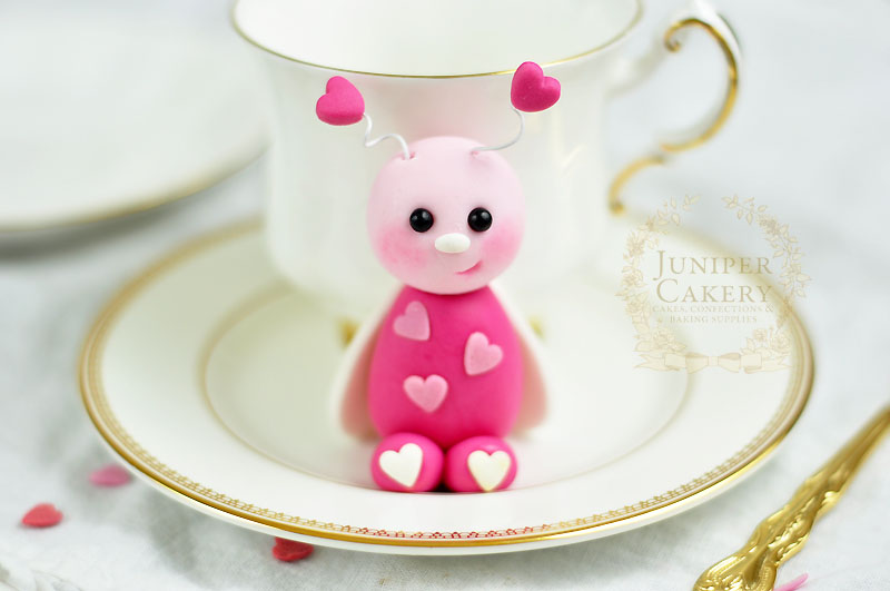 Adorable fondant love bug for cupcakes by Juniper Cakery