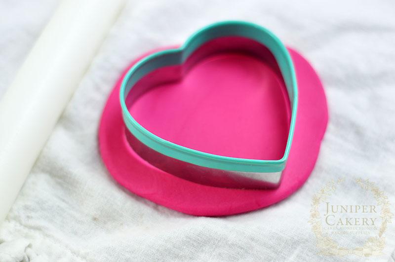 Juniper Cakery's tutorial for a fondant ruffle heart