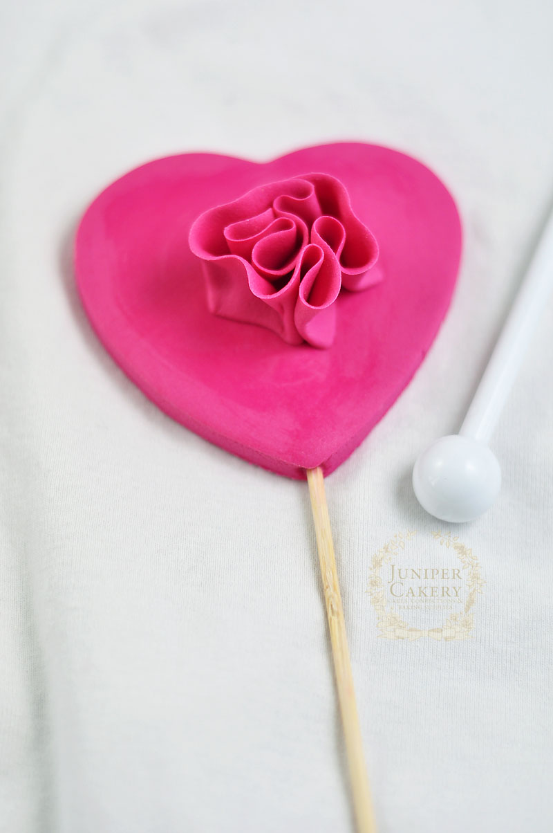 Ruffled fondant heart tutorial from Juniper Cakery