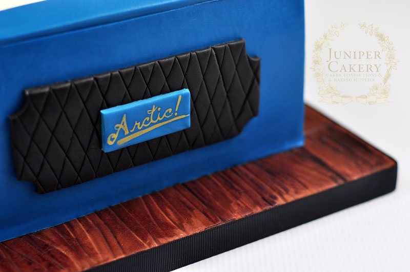 Blue vintage record player cake by Juniper Cakery