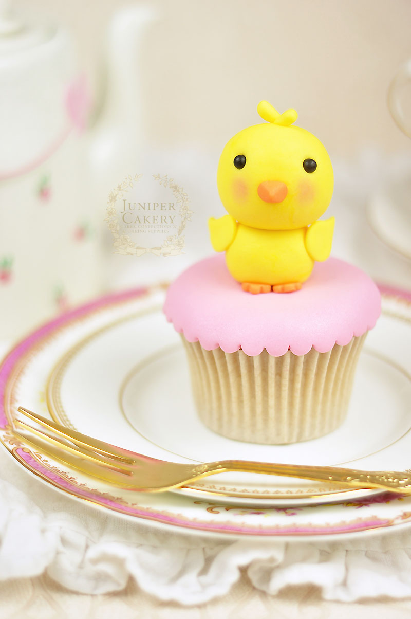 Fondant Easter chick tutorial by Juniper Cakery