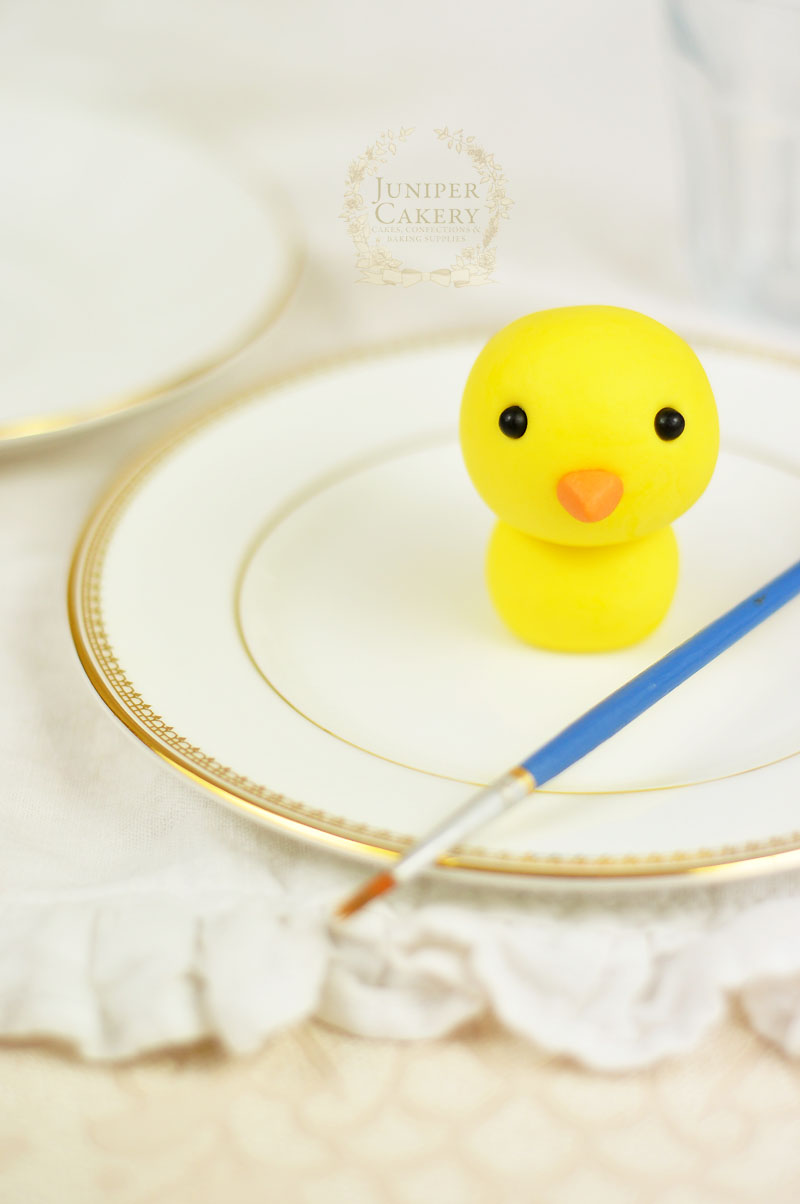Tutorial for a cute edible chick by Juniper Cakery