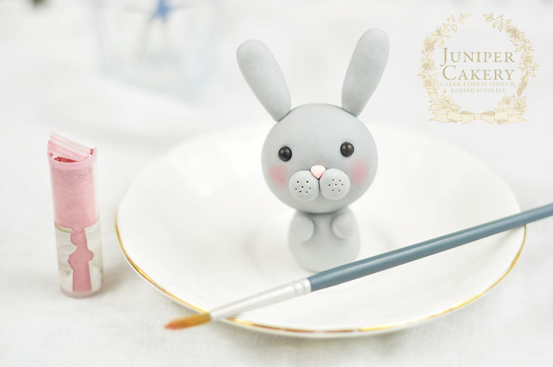 Made super cute bunny rabbits for Easter cakes with this tutorial from Juniper Cakery