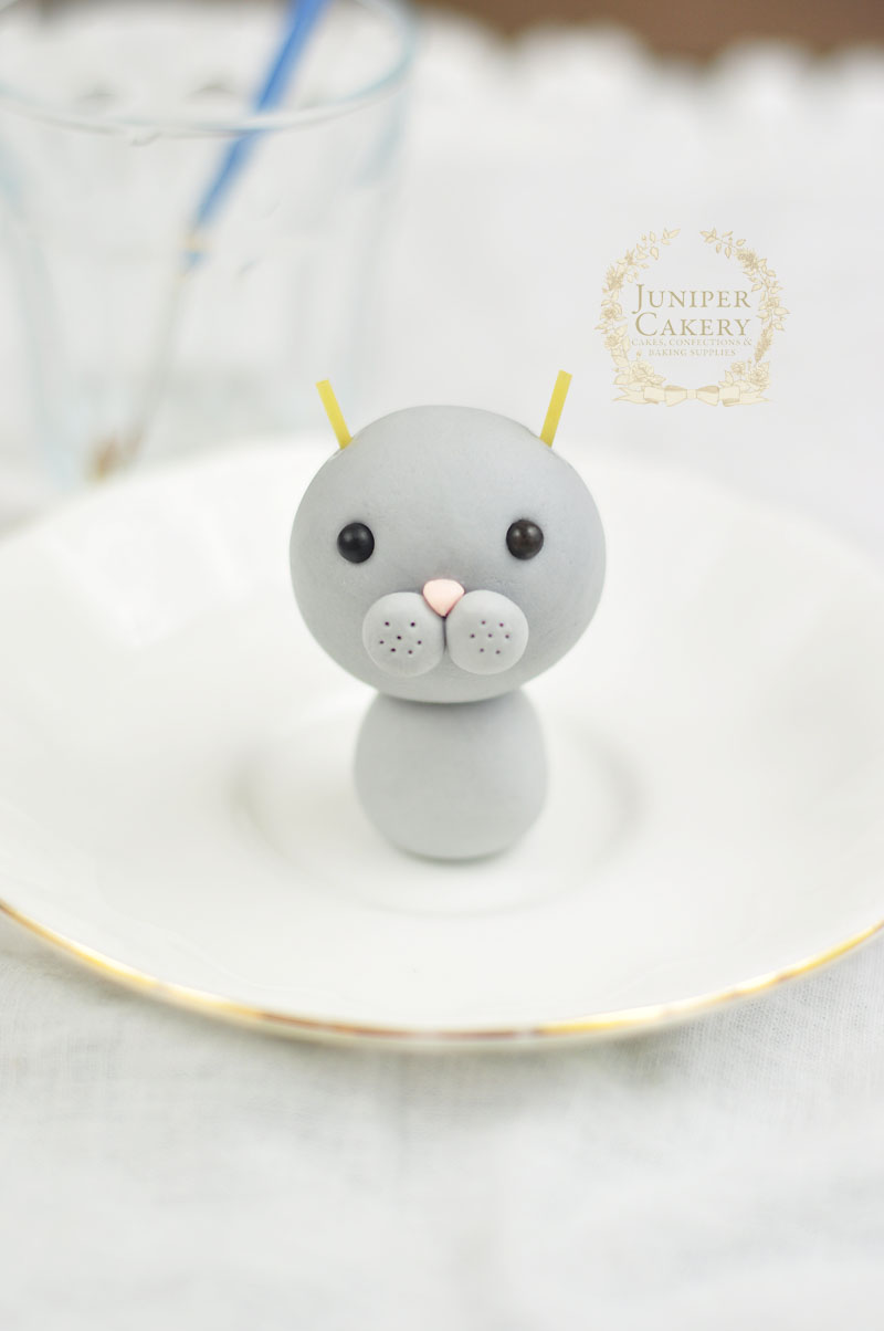 How to make a bunny for cakes and cupcakes by Juniper Cakery