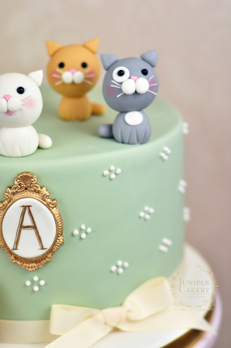 Cake with gum paste kittens by Juniper Cakery