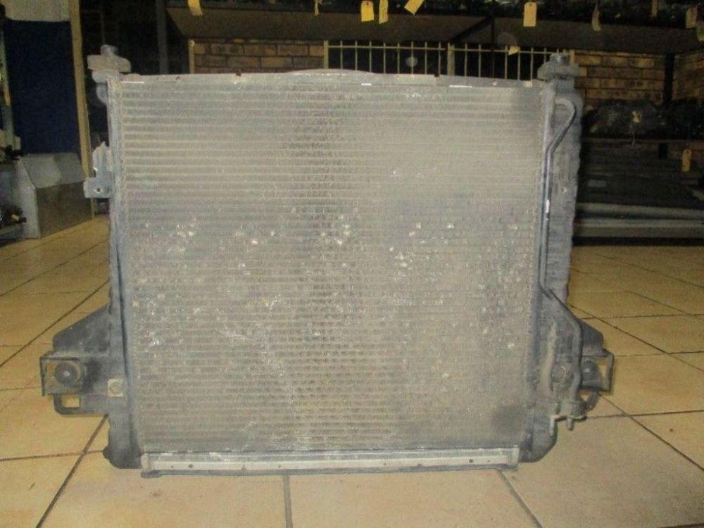 medium resolution of jeep cherokee kj 3 7 radiator