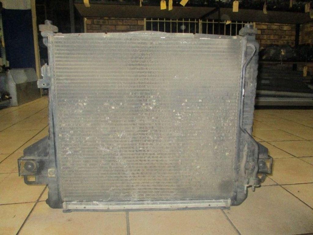 hight resolution of jeep cherokee kj 3 7 radiator
