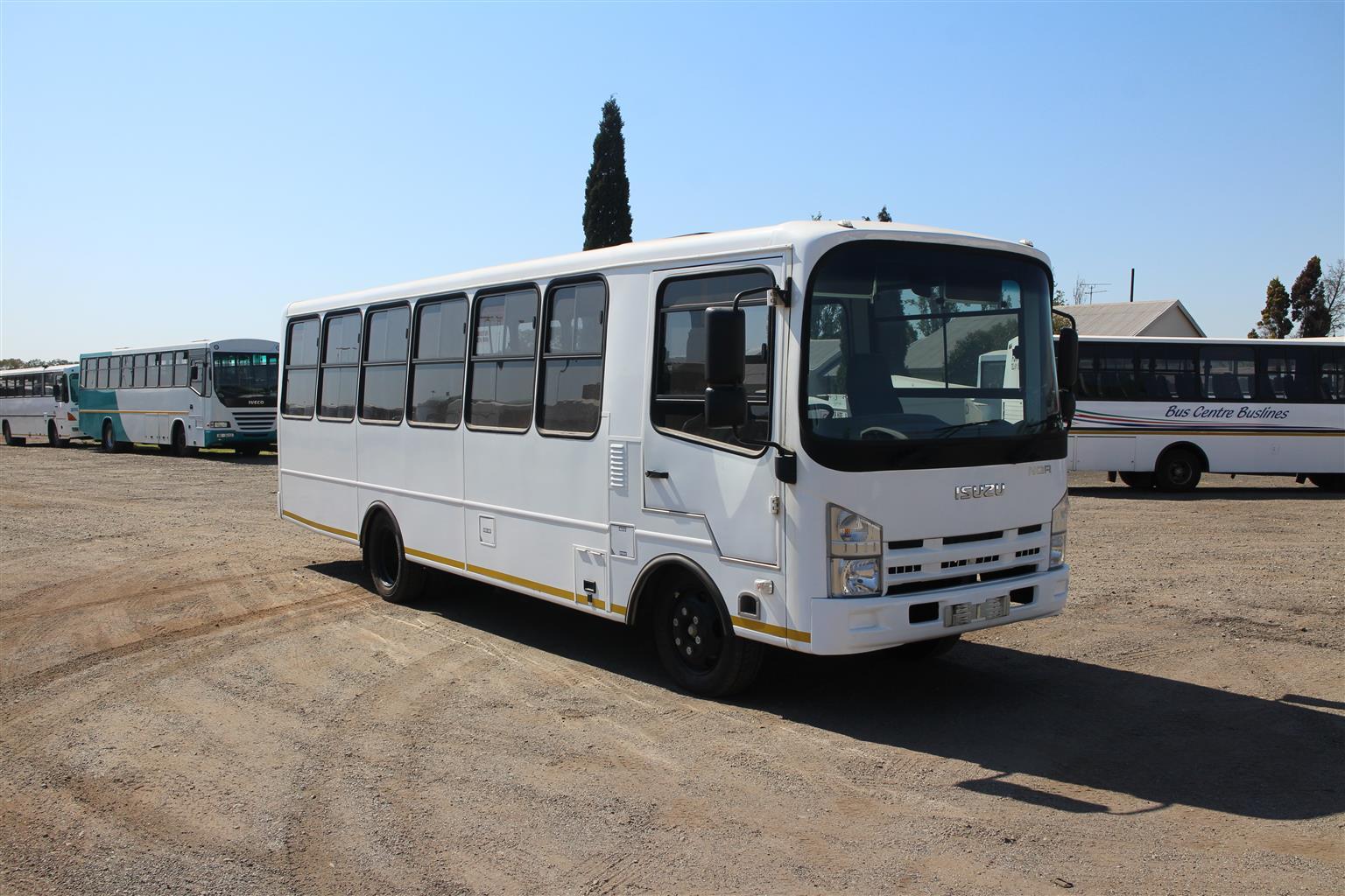 hight resolution of  new isuzu nqr 500 35 seater