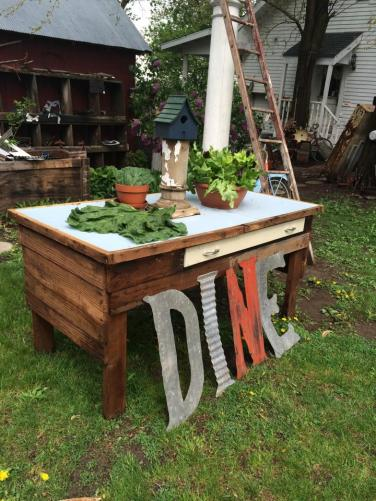 dine-letters-in-the-yard