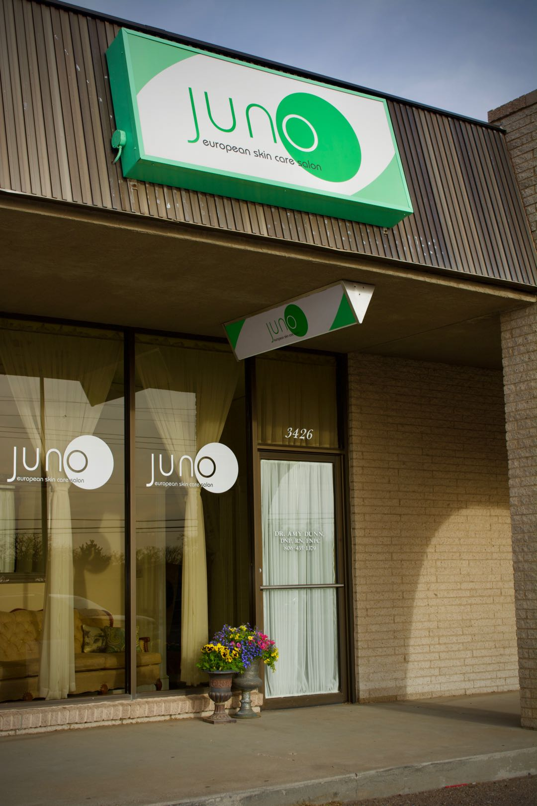 Juno – A European Skin Care Salon Store Front