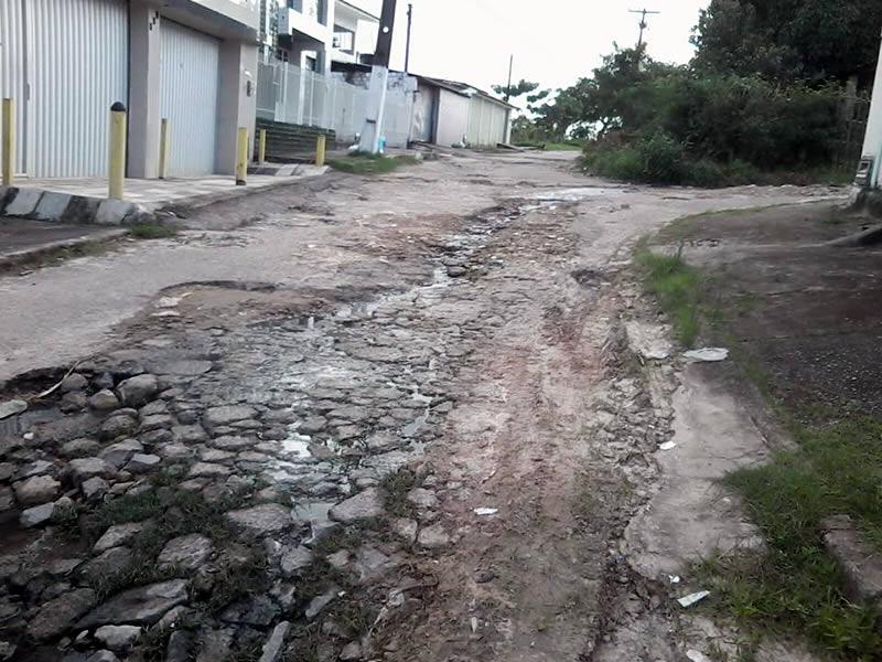 Moradores de Maranguape II abandonados
