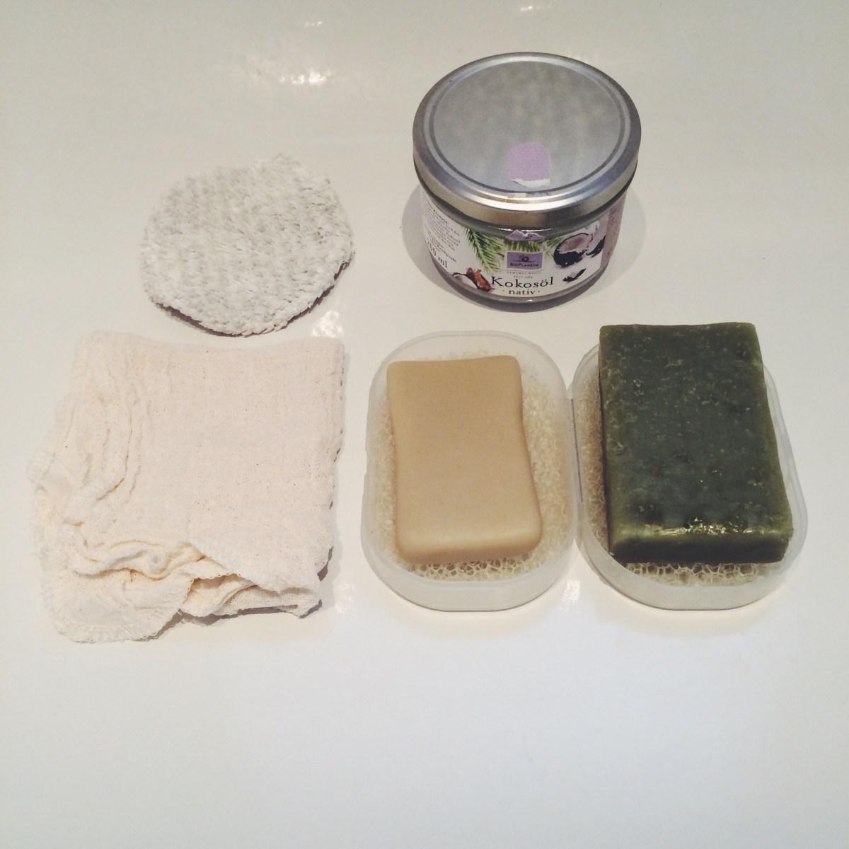 Gesicht und Haare mit Seife waschen