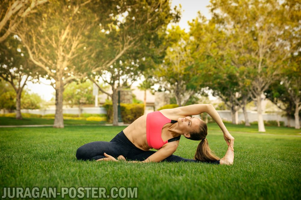 Pretty woman doing yoga exercises in the park  Jual