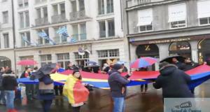 Protest anti-PSD al romanilor din Munchen. In loc sa-i gazeze, politia a oprit circulatia masinilor si i-a protejat pe romani 1