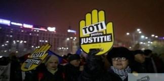 Zeci de organizatii civice ii cer presedintelui Klaus Iohannis convocarea unui referendum pe tema justitiei.