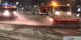 Drumarii de la CNAIR actioneaza permanent. Nu sunt drumuri inchise, desi e cod portocaliu in unele judete