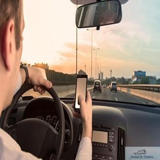 Atentie soferi ! Guvernul va introduce noi sancţiuni pentru folosirea inadecvata a telefonului mobil de catre conducatorii auto