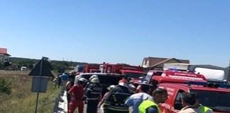 Microbuz de pasageri s-a rasturnat la Pielesti. Doua persoane au murit