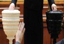 Motiunea de cenzura va fi votata si de cei 40 de parlamentari fugiti din PSD: Votam la vedere!