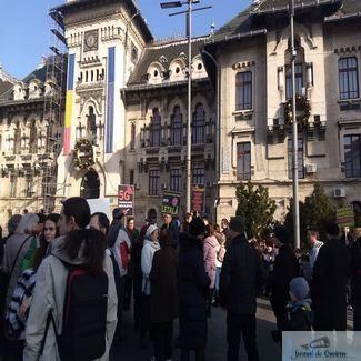 Sute de persoane au participat la protestul impotriva implementarii tehnologiei 5G la Craiova