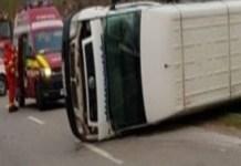 Microbuz cu 8 ROMANI, LOVIT IN PLIN de un camion, in Spania!