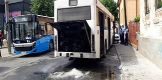Inca un autobuz a luat foc pe aceeasi strada in Craiova ..