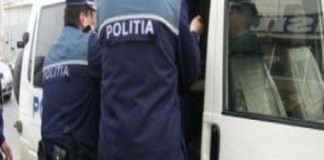 Doi tineri din Craiova, bănuiţi de comiterea unor infracţiuni de tentativă la furt şi furt calificat, au fost reţinuţi pentru 24 de ore