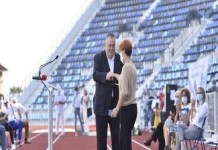 Inaugurarea cu iz electoral al unui stadion care trebuia realizat de acum cativa ani ..
