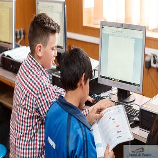 Școlile, liceele și grădinițele pot obține calculatoare accesând programul Dăm Click pe România 2020