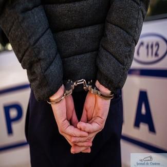 Tanar craiovean prins dupa ce a furat 200 de lei si mai multe bunuri din locuinta unei femei