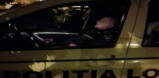 Politist local surprins cand dormea ! Sursa Facebook Bianca Iordache