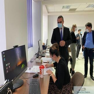 Prefectul județului Dolj, Nicușor Roșca, a fost astăzi în vizită la centrul de realizare a anchetelor epidemiologice