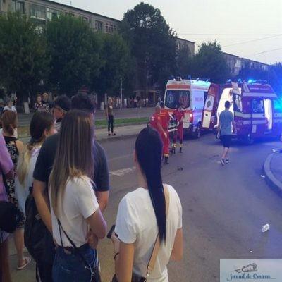 Craiova : Urmărire a Poliţiei, încheiată cu un accident rutier. O tânără de 20 de ani a fost rănită