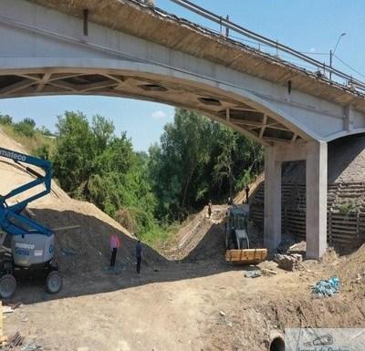 Lucrarile de la Podul din Malu Mare continua in ritm alert ! Au fost finalizate lucrările la partea de infrastructură a podului ..