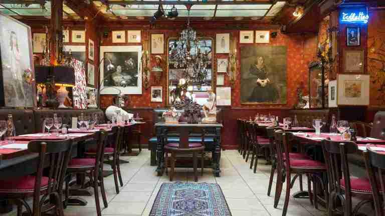 Ce conditii putem mergem la restaurant incepand de azi: Distanta de 2 metri intre mese, cel mult 6 clienti la o masa
