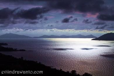 View Teluk Mak Jantu dan Pulau Simping dari pantai