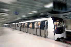 Incident la metrou. Un bărbat și-a prins piciorul în ușa trenului și a fost târât în tunel