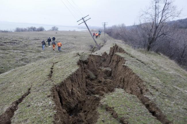 Galaţi: Alunecare de teren în localitatea Izvoarele; o stână cu 250 de oi, evacuată