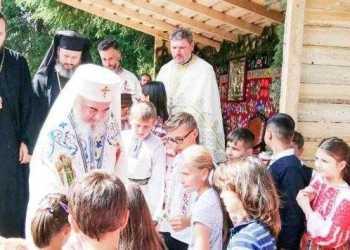 Patriarhul Daniel a binecuvântat copiii la Schitul Dragoslavele 2