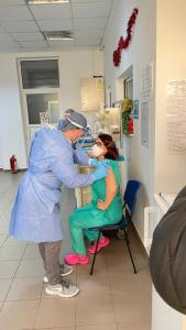 A început campania de vaccinare anti- COVID-19 în Argeș. Cine sunt primele persoane 3