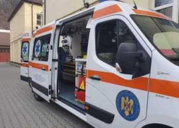 Ambulanță care transporta o gravidă de 16 ani, s-a răsturnat pe DN71 3
