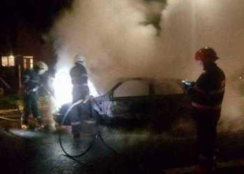 AZI-NOAPTE: Autoturism incendiat, la Merișani! 2
