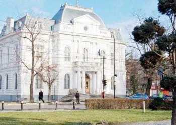 """Fară să înştiinţeze Consiliul Judeţean, """"Săgeata"""" sicilienilor de la AMP Cantieri se apucase de săpături la fundaţia Galeriei de Artă 2"""