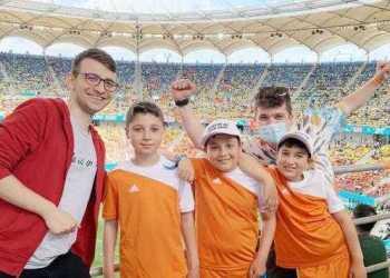 44 de copii din Lereşti şi Nucşoara au deschis meciurile de la Euro, la Arena Naţională 18