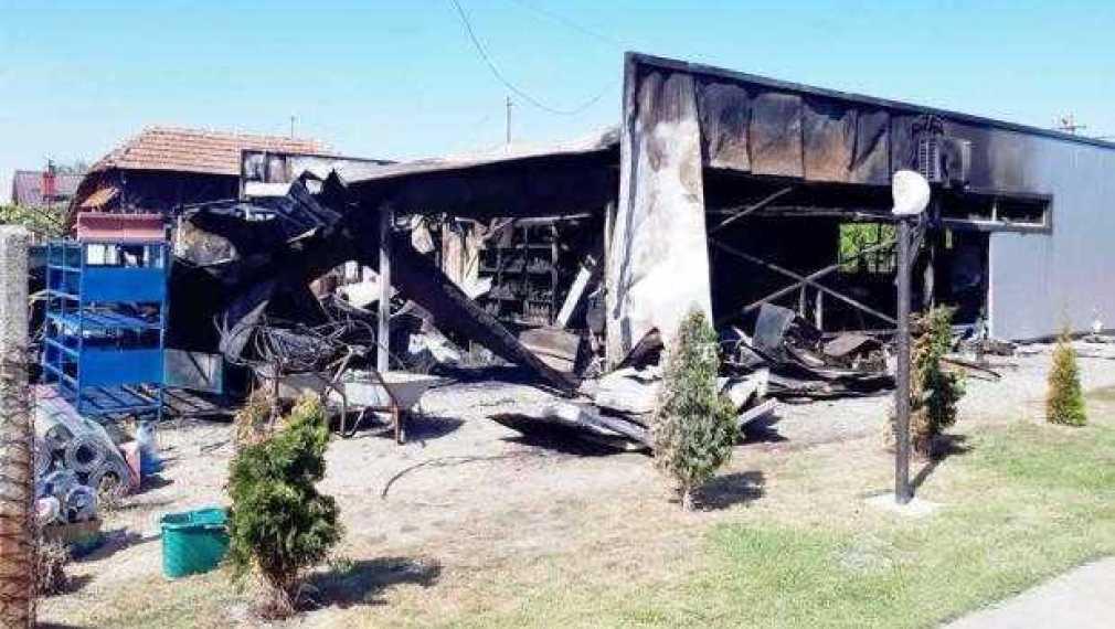 Proprietarii magazinului ars la Stolnici acuză poliţia că nu face cercetări 1