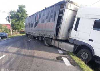 Trafic rutier deviat între Pitești și Râmnicu Vâlcea. Un TIR a rămas imobilizat pe carosabil 7
