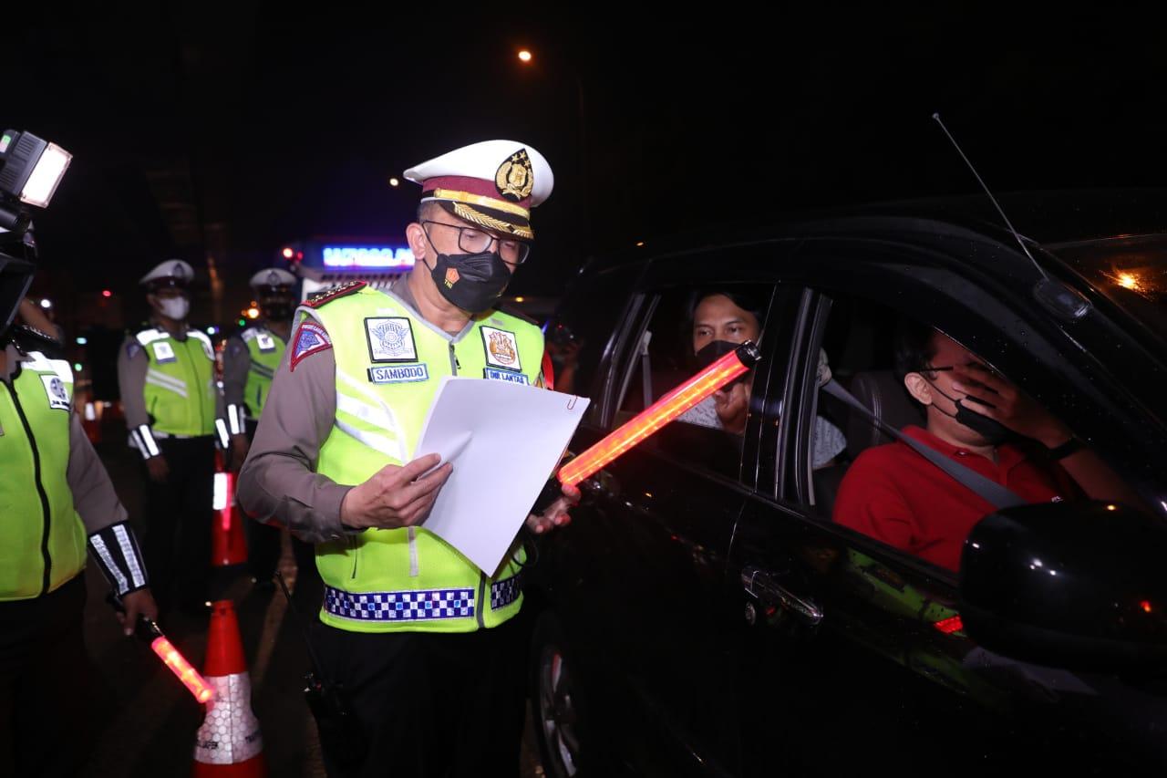 Polisi Mulai Sekat Jalan Tol Cikarang Barat untuk Larangan Mudik 2021